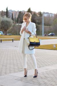 21 199x300 - Как одеваться, чтобы выглядеть элегантно и  молодо
