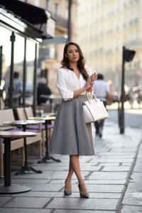 jcx2d0 l 200x300 - Как одеваться, чтобы выглядеть элегантно и  молодо