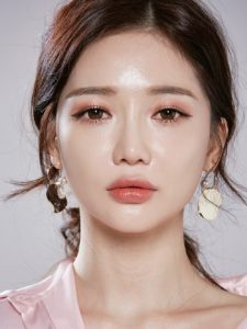 99e137b61f571d3d6b7c125a3e5a8a72 225x300 - Секрет макияжа глаз: корейский макияж