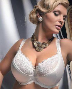 Bd7UVHC 245x300 - Как выбрать бюстгальтер женщине с большой грудью