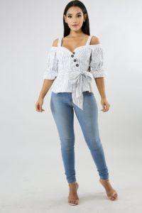 20180224 J0680167 200x300 - 4 пары джинсов, которые точно будут в тренде 2019 года