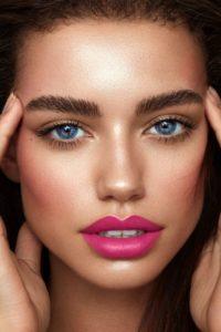 598ef43b9050ea1c97061b83a7c95472 2 200x300 - 7 секретов макияжа, которые пригодятся зрелой женщине
