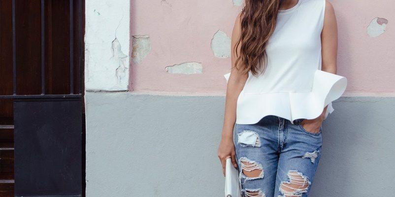 Glency Feliz Feet 2843545 1 802x400 - 4 пары джинсов, которые точно будут в тренде 2019 года