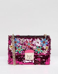 a91aa7900a435be56336bf87b7669a82 235x300 - Модный провал: сумки, от которых нужно избавиться