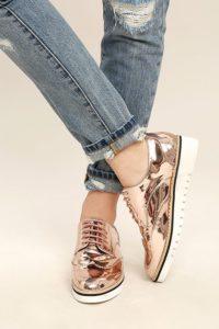 b47cc7cbe0e6d136daf00eb16d67f4e4 200x300 - Модная обувь на весну -лето 2019. Какую обувь нам предлагают дизайнеры