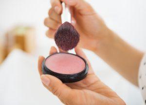 blush on 1 300x217 - Как выглядеть свежо после бессонной ночи