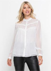 bluzka s kruzhevnoj otdelkoj 214x300 - Как носить блузку после 40: 5 блузок, в которых вы будете выглядеть моложе
