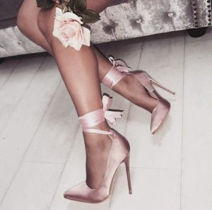 c302cc546b2742a2a798eb95637dc2d5 300x297 - Модная обувь на весну -лето 2019. Какую обувь нам предлагают дизайнеры