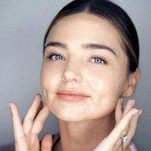 cf658ec933cc856f1f949d0ae306fb96 300x300 - 7 секретов макияжа, которые пригодятся зрелой женщине