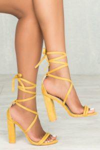 ddff9b8f4ff81dc698c07f1241a5953e 200x300 - Модная обувь на весну -лето 2019. Какую обувь нам предлагают дизайнеры