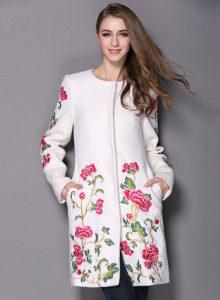 s1200 1 220x300 - Модный тренд-цветочная вышивка. Составляем стильные образы.