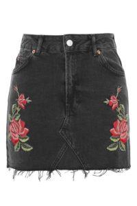 trendy embroidered items of clothing 8 200x300 - Модный тренд-цветочная вышивка. Составляем стильные образы.