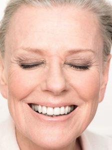 zYIQWOz 224x300 - Особенности макияжа для обладательниц седых волос