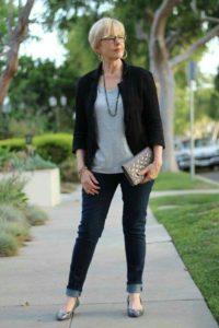 01 1 200x300 - Как женщине 50+ правильно подобрать джинсы: 3 важных нюанса