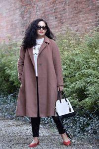 03 200x300 - Выбираем пальто для полных женщин. 5 советов дизайнера