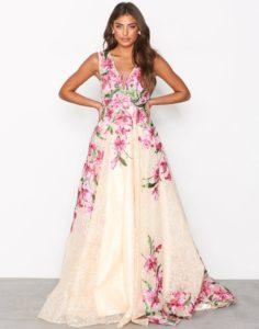 770685 0115 02.jpg.e847ee624ecfb20526773658a5317c0b 236x300 - 2 платья, которые будут в тренде этой весной