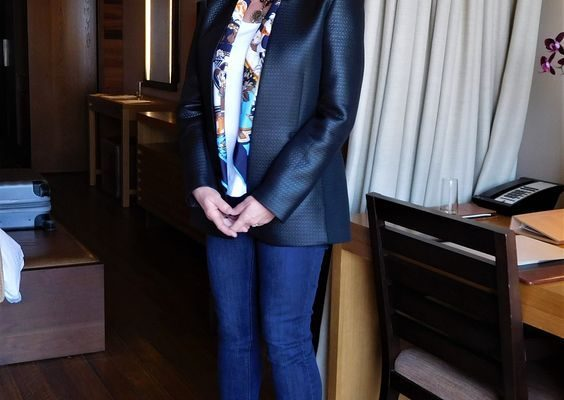 b24f5ec3d0d1ea4c888e27013472adc8 564x400 - Как женщине 50+ правильно подобрать джинсы: 3 важных нюанса