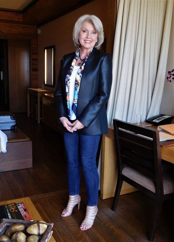 Как женщине 50+ правильно подобрать джинсы: 3 важных нюанса