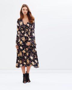 rV4bYKa6 o 2 240x300 - 2 платья, которые будут в тренде этой весной