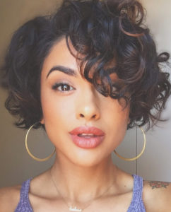 28 curly pixie cuts that are perfect for fall 2017 glamour 2 242x300 - Стрижки и  укладки на вьющиеся волосы