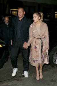 Jennifer Lopez Feet 2767836 200x300 - Быть стильной после 40 лет