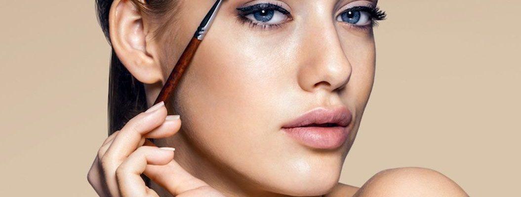 uhod za brovyami 1 e1538467553442 1055x400 - Топ-5 ошибок в макияже, которые совершают зрелые женщины