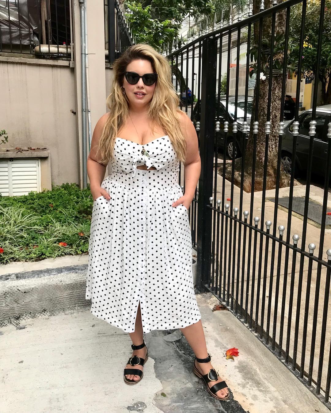 10 моделей сарафанов и платьев на лето для пышнотелых женщин