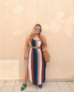 54512169 133284557728399 3305209939966317044 n 240x300 - 10 моделей сарафанов и платьев на лето для пышнотелых женщин