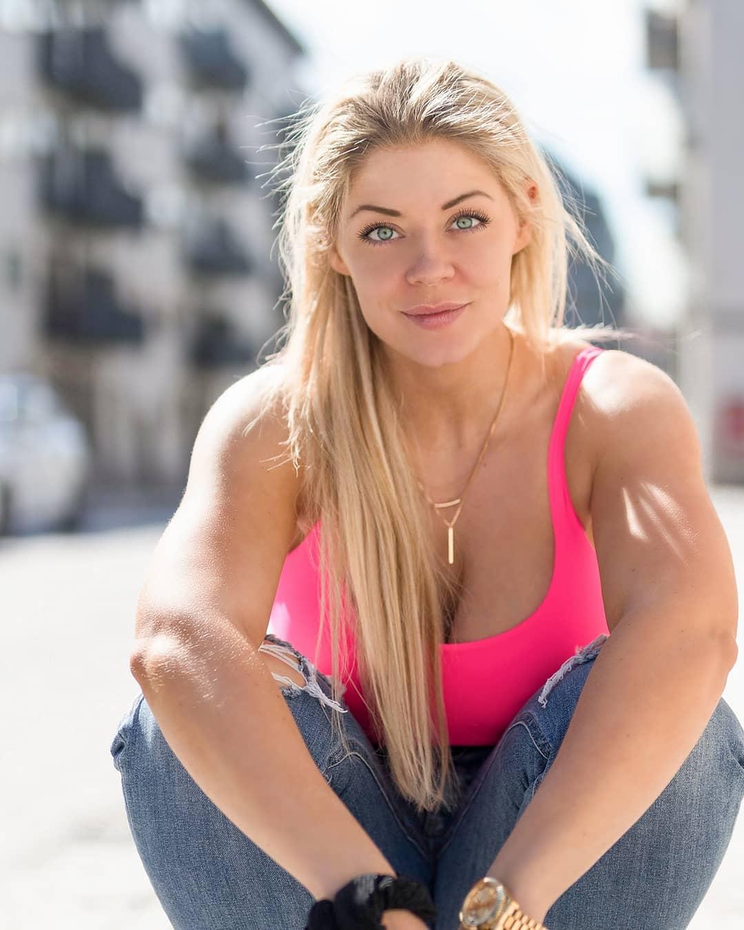 Датчанка покорила инстаграмм своей естественной красотой и спортивным телом