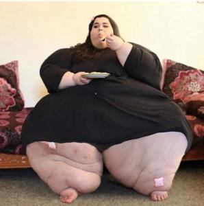 3 298x300 - От 300 кг до красивой леди: молодая девушка выбрала здоровый образ жизни, полностью изменив свое тело